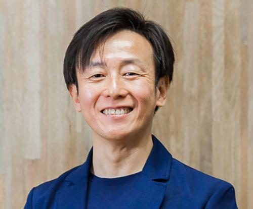 """<span class=""""fontBold"""">青野慶久(あおの・よしひさ)</span><br />1971年生まれ。愛媛県出身。大阪大学工学部卒業後、松下電工(現パナソニック)を経て、97年、愛媛県松山市で、グループウエアの開発、販売を手がけるサイボウズを設立。2005年、社長就任。社内のワークスタイル変革を推進するとともに3度の育児休暇を取得。クラウド化の推進で事業を成長させ、19年12月期の売上高は前期比18.7%増の134億1700万円。著書に『ちょいデキ!』(文春新書)、『チームのことだけ、考えた。』(ダイヤモンド社)、『会社というモンスターが、僕たちを不幸にしているのかもしれない。』(PHP研究所)、『「わがまま」がチームを強くする。』(監修、朝日新聞出版)など。"""