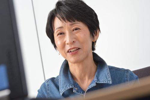 """<span class=""""fontBold"""">増田ユリヤ(ますだ・ゆりや)</span><br>神奈川県生まれ。國學院大學卒業。27年にわたり、高校で世界史・日本史・現代社会を教えながら、NHKラジオ・テレビのレポーターを務めた。日本テレビ「世界一受けたい授業」に歴史や地理の先生として出演のほか、コメンテーターとしてテレビ朝日系列「グッド! モーニング」などで活躍。日本と世界のさまざまな問題の現場を幅広く取材・執筆している(写真:栗原克己)"""