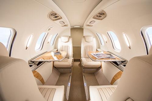 シンプルで上質なインテリアを追求したホンダジェットの機内空間