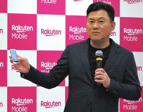 "<span class=""fontBold"">楽天が2019年9月に開催した携帯電話事業説明会で、本格参入の延期を発表した三木谷浩史会長兼社長</span>"