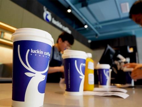 中国の「瑞幸咖啡(ラッキンコーヒー)」の店舗数は既に3600店に達している(写真:imaginechina/アフロ)