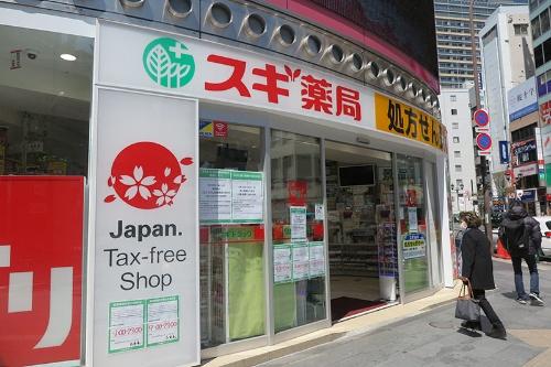 スギHDは本部社員が店舗の業務を応援する(東京都内の店舗)