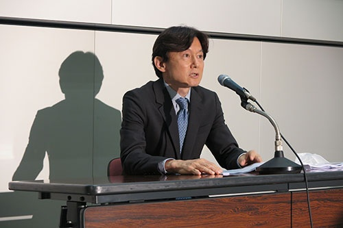2019年9月~20年5月期の決算を発表した岡﨑健CFO