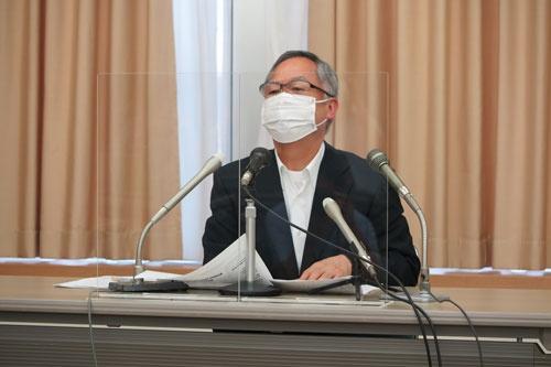 2020年3~5月期決算を発表する松﨑暁社長。米子会社の破産も明らかにした