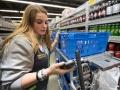 米ウォルマートの好調支える「ネット注文・店舗受け取り」を密着取材