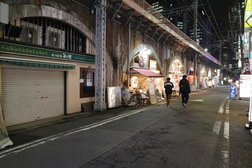 JR新橋駅前。師走の風景が昨年までと変わっている