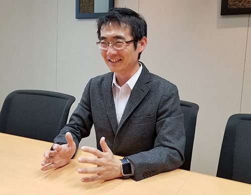 "<span class=""fontBold"">増島雅和(ますじま・まさかず)氏</span><br />森・浜田松本法律事務所パートナー弁護士(日本およびニューヨーク州)。2000年に東京大学法学部卒業、01年に弁護士登録。フィンテック企業や、スタートアップと大企業のオープンイノベーション、M&Aと新規事業開発に関するコンサルティングを専門とする。19年から内閣府規制改革推進会議専門委員(投資等ワーキング・グループ)を務めるほか、経済産業省と特許庁の「オープンイノベーション 支援人材育成・契約ガイドライン委員会」に名を連ねる"