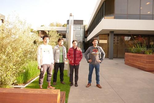 ドットデータの創業当時の写真。左端が藤巻氏