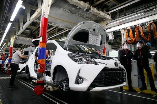 トヨタ自動車では半導体不足による生産への影響が相対的に小さかった(写真:AP/アフロ)