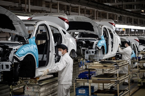 中国・武漢の自動車工場は段階的に操業を再開している(写真:アフロ)