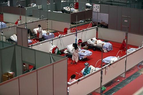 スペイン、マドリッドの会議場に設置された仮設病院(写真:ロイター/アフロ)