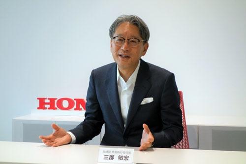 日経ビジネスなどのインタビューに応じたホンダの三部敏宏社長