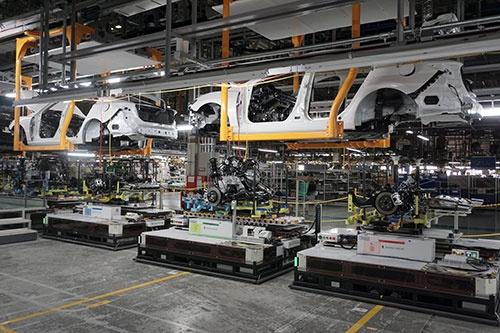 マツダは防府第2工場にAGVを導入し、柔軟性のある工場へとリニューアルした
