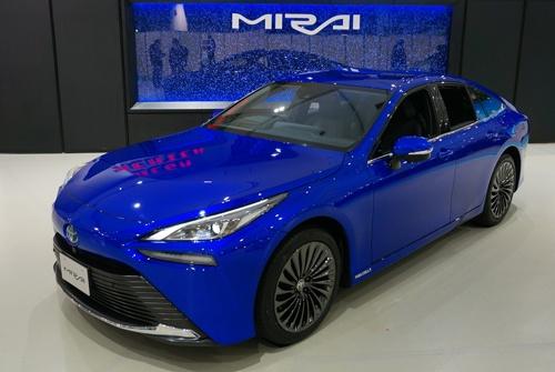 トヨタ自動車が12月9日に発売した燃料電池車(FCV)、新型「MIRAI(ミライ)」