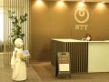 NTT本社受付に分身ロボ、遠隔操縦する障害者が意気込み