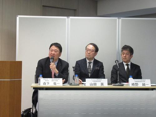 記者会見する大阪大学の森下竜一教授(左)ら