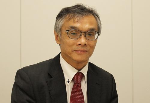 津田重城氏。旧厚生省に入省後、医薬品の安全対策や品質管理、国際関係の業務を担当した