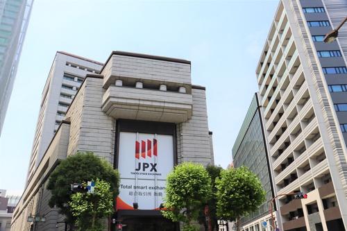 東証は来春、市場区分の見直しを実施。機関投資家の投資対象になりうる企業向けの市場と位置付けるプライム市場を発足させる