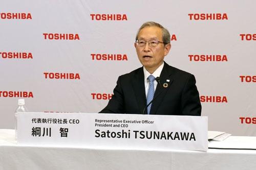 今後の経営方針を説明する東芝の綱川智社長兼CEO(最高経営責任者)