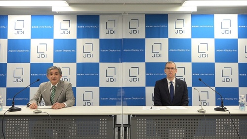ジャパンディスプレイは12月末で菊岡稔社長兼CEO(左)が退任し、スコット・キャロン会長(右)がCEOを兼務する