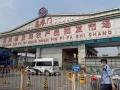 北京に新型コロナ第2波襲来、中国の食卓から消えるサーモン