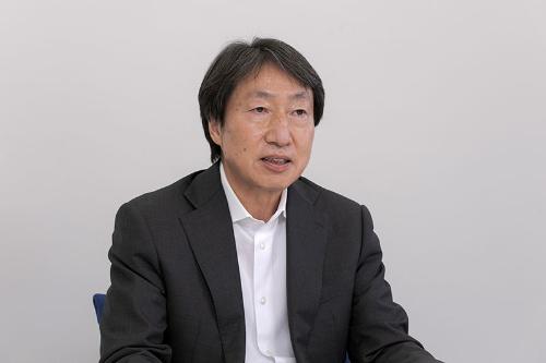 駿河台学園専務理事の山畔清明氏(写真:小林 淳)