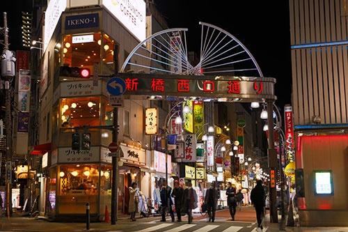 緊急事態が宣言された1月7日夜、東京・新橋の繁華街(写真:竹井俊晴)