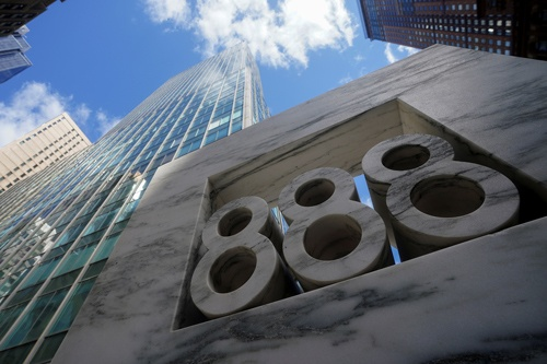 米投資会社アルケゴス・キャピタル・マネジメントが入居しているとされるニューヨーク、マンハッタンのオフィスビル(写真:ロイター/アフロ)