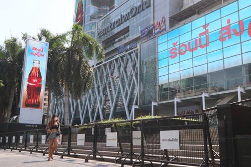 タイの首都バンコクでは22日に商業施設が閉鎖された。写真は中心部にある大規模ショッピングセンター「セントラル・ワールド」。