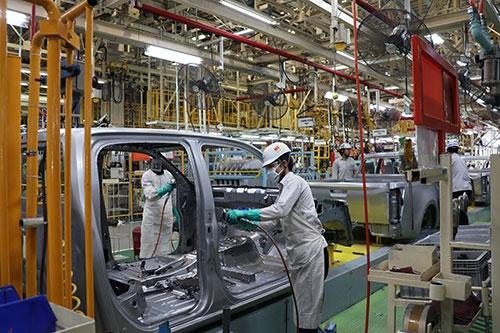 日系完成車メーカーは3月下旬から東南アジア各国にある工場の稼働を相次ぎ休止した(写真は5月18日まで休止を予定しているタイのいすゞ自動車の工場。2019年10月に撮影)