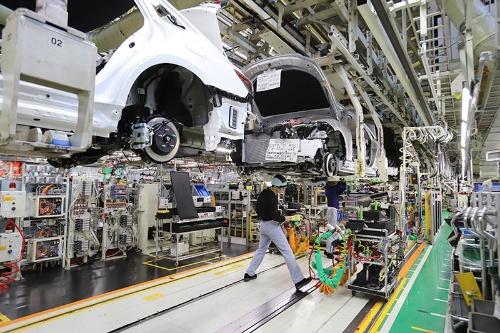 新型コロナウイルスの感染拡大で発生した東南アジアのサプライチェーン危機は日本にも波及しつつある。写真はトヨタ自動車の元町工場(愛知県豊田市)でイメージ(写真:つのだよしお/アフロ)