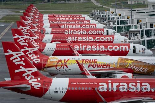 日本からの撤退が報じられたエアアジア・グループの旅客機(写真:AP/アフロ)