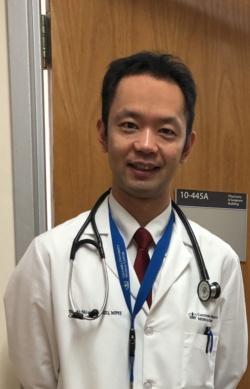 """<span class=""""fontBold"""">島田悠一医師</span><br> 2007年東京大学医学部卒(在学中に米国医師免許を取得)。旭中央病院、東京大学病院で初期研修後、ベス・イスラエル病院にて内科研修医、主任研修医として勤務。12年よりハーバード大学医学部付属ブリガム・アンド・ウイメンズ病院循環器内科専門研修医。一般内科と循環器内科の専門医を取得する傍らジョンズ・ホプキンス公衆衛生大学院修士課程を修了し、公衆衛生学修士号(MPH)を取得。15年からハーバード大学医学部付属マサチューセッツ総合病院で循環器内科指導医、17年からコロンビア大学メディカルセンター循環器内科助教授・指導医。海外留学を目指す医師向けの著書として『米国医学留学のすべて』『海外医学留学のすべて』(日本医事新報社)がある。"""