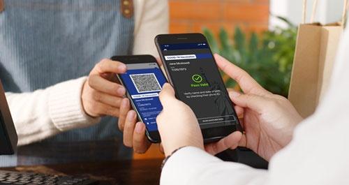 ニューヨーク州で導入されたスマートフォンのアプリ「エクセルシオール・パス」では、ワクチン接種者にはQRコードが付与される