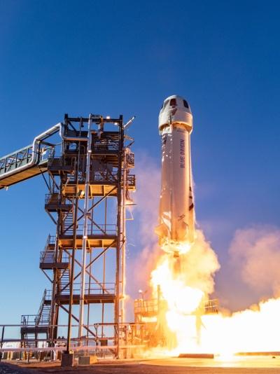テキサス州の施設から打ち上げられる。ロケットの最上部のカプセルに飛行士たちが乗り込む(写真:Blue Origin)