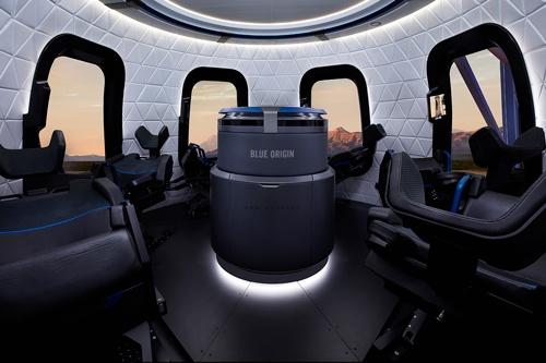 宇宙船のインテリア。この空間にベゾス兄弟と乗り込む(写真:Blue Origin)