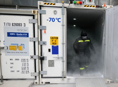 超低温冷蔵庫を開発、生産するドイツ企業が、新型コロナウイルス用ワクチンの保管、運搬で耳目を集めている(写真:ロイター/アフロ)