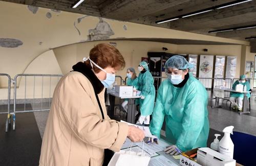 北イタリアでは医療従事者や医療機器が不足している(写真=ロイター/アフロ)