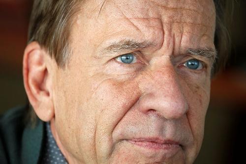 """<span class=""""fontBold"""">ホーカン・サミュエルソン氏。</span>スウェーデンのボルボ・カー社長兼CEO(最高経営責任者)。1951年、スウェーデン生まれ。機械工学の博士号を取得後、1977年にスウェーデンの商用車大手スカニア入社。96年に同社取締役。2005年にドイツの商用車大手MANのCEOに就任。12年から現職(写真:ロイター/アフロ)"""
