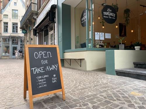 ベルギーのパンケーキ店。営業禁止前は店内の飲食でにぎわっていたが、現在はテークアウトのみで飲食を提供する