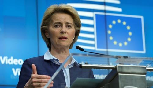 欧州委員会のフォンデアライエン委員長。欧州委員会は欧州連合(EU)の政府や内閣に当たるため、委員長は国でいえば首相に当たる(写真:ロイター/アフロ)