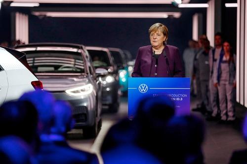 ドイツのメルケル首相は19年11月のID.3生産開始式典で、「ツウィッカウ工場はドイツ自動車産業の未来の柱石になる」と語った