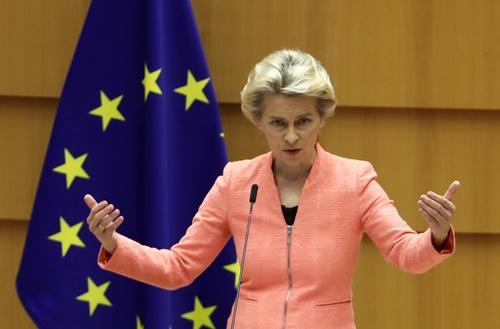 9月16日、欧州委員会のフォンデアライエン委員長は欧州議会で、就任以来となる一般教書演説を行った(写真:ロイター/アフロ)