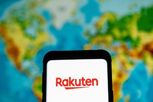 日米両政府が楽天を監視していく方針を固めたと報じられ、21日の東京株式市場では楽天株が一時前日比約6%下落した(写真:SOPA Images / Getty Images)
