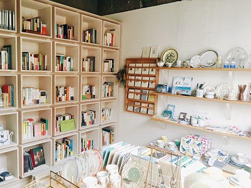 「ホワイエ」を利用する京都市の雑貨店「NORR KYOTO」の店内の様子