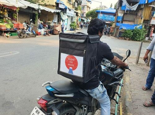 インドのデリバリー・テークアウト専門店「Sushi and More」は注文ができるだけ自社につながるように顧客を誘導している
