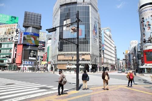緊急事態宣言後、東京・渋谷の人出は激減した(写真=アフロ)