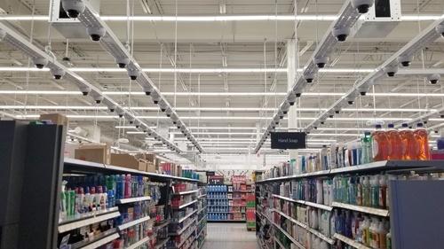 米ニューヨークの実験店舗。中型店「ネイバーフッドマーケット」に1000台以上のカメラを導入し、商品のAI画像処理をしている