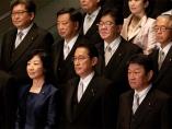岸田内閣発足、「期待で選挙」へ 火種は「安倍氏の不満」