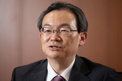 半沢淳一(はんざわ・じゅんいち)氏 三菱UFJ銀行頭取。1988年東京大学経済学部卒業後、三菱銀行(現・三菱UFJ銀行)。経営企画部長、名古屋営業本部長などを歴任し2019年6月から取締役常務執行役員(コンプライアンス統括部などを担当)。21年4月から現職。56歳。埼玉県出身。 テレビドラマの主人公、半沢直樹と同じ名字の頭取誕生で話題に(写真:吉成大輔)